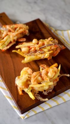 Vegetable and Shrimp Tempura Control your tempura! Easily make tempura in the comfort of your own home.<br> Control your tempura! Easily make tempura in the comfort of your own home. Seafood Dishes, Seafood Recipes, Indian Food Recipes, Appetizer Recipes, Pasta Recipes, Healthy Appetizers, Italian Recipes, Sushi Recipes, Cooking Recipes