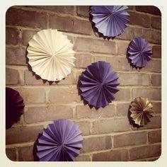 Savoir Weddings: DIY paper fan construction