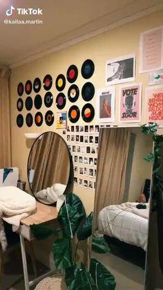 Indie Room Decor, Cute Bedroom Decor, Room Design Bedroom, Aesthetic Room Decor, Room Ideas Bedroom, Music Inspired Bedroom, Music Bedroom, Chambre Indie, Neon Room