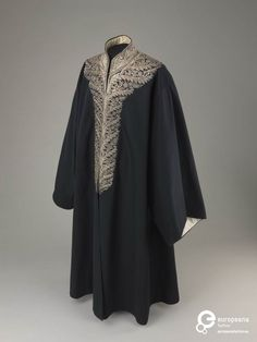 Official dress belonged to Rabbi Hayyim Moshe Bejerano Efendi (1850–1931), chief rabbi of Turkey from 1920 to 1931, early twentieth century. Courtesy The Israel Museum, all rights reserved.