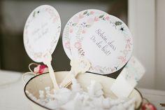 F?cher Hochzeit - der Unterst?tzer eines hei?en Tages Fine Art Wedding Photography, Photography Ideas, Caramel, Decorative Plates, Wedding Photos, Inspiration, Home Decor, Hochzeit, Salt Water Taffy