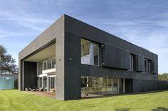 Casa Cofre / Robert Konieczny KWK Promes   ArchDaily Brasil