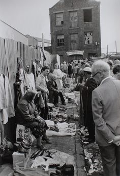 Looks like Brick Lane market to me --the cruddy end London History, British History, Asian History, Tudor History, Vintage London, Old London, Victorian London, Vintage Photography, Street Photography