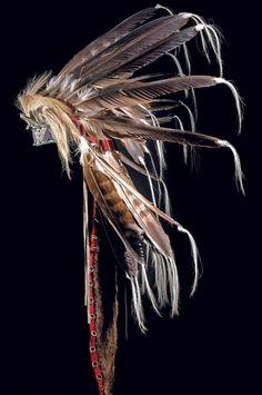 Головной убор Кроу, Монтана. Начало 20 века, длина 110 см. Binoche et giquello, декабрь 2011.