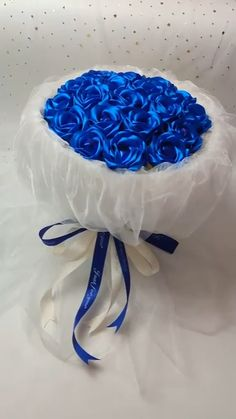 Handmade origami diy lollipop blue rose bouquet Do you end up picking canned food stuff or dry food items? Candy Bouquet Diy, Flower Bouquet Diy, Diy Flowers, Money Bouquet, Paper Bouquet Diy, Lollipop Bouquet, Fabric Bouquet, Candy Flowers, Bridal Brooch Bouquet