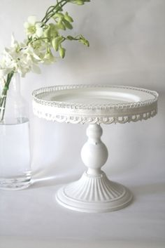 DIY Vintage Shabby Chic White Cake Stand -Candle stick topped with a plate and circled by lace/ribbon Vintage Cake Plates, Vintage Cake Stands, Vintage Glassware, Vintage Cakes, Cake And Cupcake Stand, Cupcake Cakes, Cake Pedestal, Cake Carrier, Dessert Aux Fruits