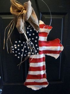 Burlap Cross Burlap Door Hanger American Flag by nursejeanneg. Would love this for the of July. Burlap Projects, Craft Projects, Craft Ideas, Fun Ideas, Fourth Of July, 4th Of July Wreath, Summer Wreath, Burlap Cross, Doodle