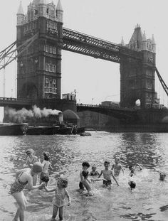 """""""The Children's Beach"""" by Tower Bridge, London - closed in 1971 - photo from early London History, British History, Asian History, Tudor History, Black History, Vintage London, Old London, Beach London, Old Pictures"""