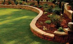 Anchor™ Highland Stone® Retaining Wall, Small | Pavestone