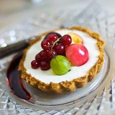 Tahitian Vanilla Tart with Summer Fruits & Sweet Wine Glaze