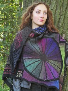 Beautiful Knit Modular knitting Knitting for women, Knitting for beginners . Poncho Outfit, Sweater Making, Knitting For Beginners, Knitted Shawls, Knitting Projects, Clothing Patterns, Bunt, Scarf Wrap, Hand Knitting