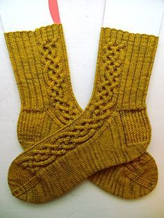 Oktoberfest socks-Free Ravelry download with a gorgeous celtic cable pattern.