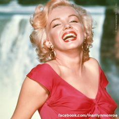 Marilyn Monroe on the set of Niagara, this was Marilyn's first major film appearance and quickly gave her a 'Superstar' status.