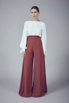 Palazzo Pants Outfit For Work. 14 Budget Palazzo Pant Outfits for Work You Should Try. Palazzo pants for fall casual and boho print. Modest Fashion, Hijab Fashion, Fashion Outfits, Womens Fashion, Fashion Trends, Swag Fashion, Fashion Pants, Gothic Fashion, Fashion Ideas