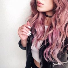i think i want to dye my ends this color.. comment what you guys think pleasseee