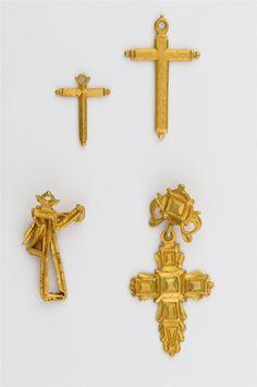 Tesoro del siglo XVIII hallado en la costa de Yucatán: Cruces, rosarios y relicarios
