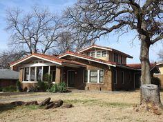 818 W. Oak St. Denton, Texas. (Built 1923)  #DentonTexas #DentonTx #NorthTexas #DentonCounty #beautifulhouse_oldandnew #houseportrait #casasecasarios2 #casasecasarios #archi_ologie #architettura #archidaily #architecture #architecturephotography #oldhouselove #oldhouse #oldhome #texashomes #texasphotography
