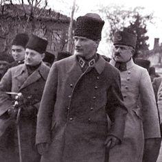 Başbuğ Mustafa Kemal ve Kazım Karabekir Paşa.
