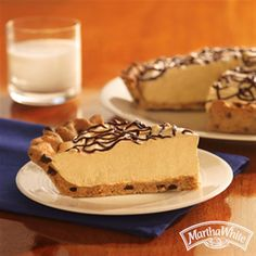 Did someone say Chocolate Chip Peanut Butter Pie? Try our simple dessert recipe made with salted peanuts, cream cheese, and our chocolate chip muffin mix!