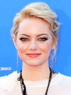 How-to: Emma Stone's daytime smoky eyes at the New York premiere of The Croods http://beautyeditor.ca/2013/03/12/how-to-emma-stones-daytime-smoky-eyes-at-the-new-york-premiere-of-the-croods/