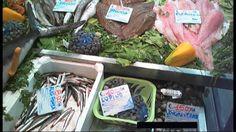 Roma, (askanews) - Stenta a prendere piede l'applicazione della nuova normativa europea sull'etichettatura che deve accompagnare la vendita di pesce fresco. Secondo il regolamento, in vigore dalla fine del 2014, ai consumatori dovrebbero essere fornite importanti informazioni, come l'attrezzo di pesca utilizzato, la zona esatta di cattura e il nome scientifico del pesce, per aiutarlo ad acquistare in modo responsabile.    Ma non è ancora così. In un video realizzato da Greenpeace con…