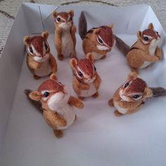 Cute Needle felted wool squirrels (Via @teku_youmou)