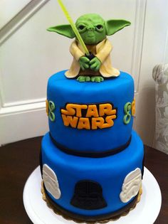 Hubby would love this! Yoda cake <3      So would Wifey @Samantha Romero