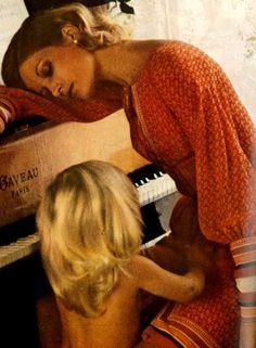 Photo by Helmut Newton, 1971 Helmut Newton, Grace Jones, Claudia Schiffer, Catherine Deneuve, Monica Bellucci, Cindy Crawford, Brigitte Nielsen, Mother Dearest, Mother And Child