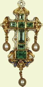 Emerald cross    Late 16th cent. with later additions    Acquired by Queen Mary before 1920