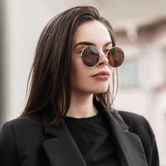 €19.95 · Haarverf bruin van WECOLOUR, haarkleur 5.0 is een prachtige bruine haarkleur. * Zo puur mogelijk * Geen verzendkosten * Na opening houdbaar * Geen ppd en ammonia * Dierproefvrij * Op werkdagen voor 16:00 uur besteld is zelfde dag verzonden. Round Sunglasses, Sunglasses Women, Shampoo, Fashion, Moda, Round Frame Sunglasses, Fashion Styles, Fashion Illustrations