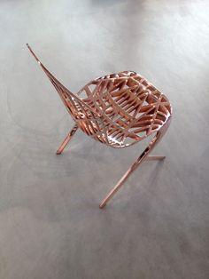 Skeleton Chair en acabado Copper, diseño de David Adjaye