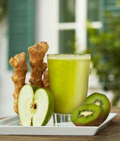 Ingredienti per un bicchiere:   ● un kiwi;   ● un quarto di mela verde;   ● uno sciroppo fatto con acqua, zucchero e succo di lime a piacere;   ● un pezzetto di zenzero.