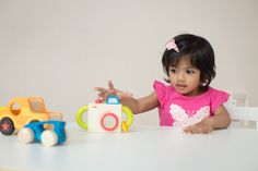 Montessori shelves can help make playtime more fun and more educational. See why Green Piñata's Shiva Kashalkar believes in the philosophy. #montessori #earlylearning #playroomorganization