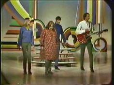 California Dreamin' - The Mamas & The Papas - YouTube