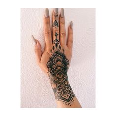 ✨ #handtattoo #fingertattoo #inked #inkedup #ink_fected #inkedgirls #girlswithtattoos
