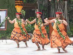 ワイキキに無料で楽しめるフラ・カヒコのパフォーマンスがスタート! - Myハワイ歩き方