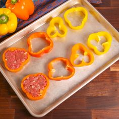 is definitely not your momma's meatloaf. These bell pepper meatloaves are p. This is definitely not your momma's meatloaf. These bell pepper meatloaves are p. This is definitely not your momma's meatloaf. These bell pepper meatloaves are p. Tasty Videos, Food Videos, Comida Keto, Meatloaf Recipes, Healthy Meatloaf, Easy Meatloaf, Low Carb Meatloaf, Snacks Für Party, Easy Meals