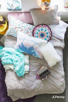 Unicorn toddler bed comforter.