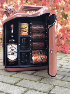 Small Wooden Projects, Diy Wood Projects, Alcohol Storage, Xmas Hampers, Jerry Can Mini Bar, Oil Barrel, Alcohol Bar, Portable Bar, Bar Gifts