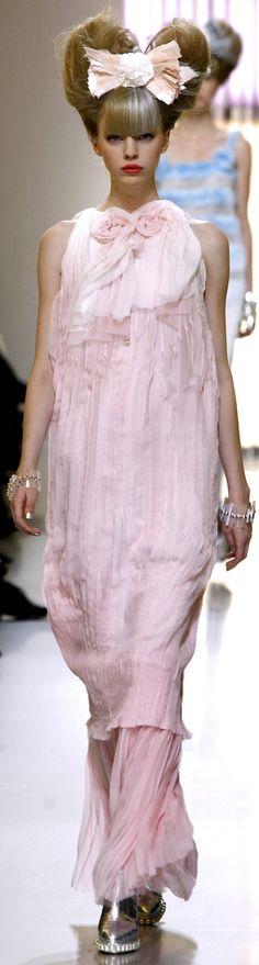 Chanel HC SS 2010 #ChanelCouture #ChanelPastelSilver #SpringSummer2010 Visit…