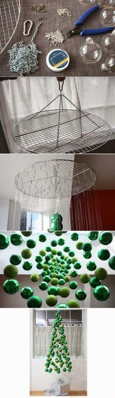 Ein hängender Weihnachtsbaum nur aus grünen Kugeln - tolle Xmas DIY Idee! :)