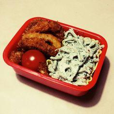 7/6 やっつけ弁当。晩ご飯の余り物イカリング&エビフライ、チルドの根菜ゴママヨサラダ、ミニトマト。