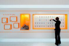 Ausstellungsbereich Luft: Ausstellungsvitrinen und Hands-on Exponate