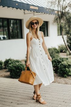 452bb0289e47 What to Wear to A Spring Picnic This Year