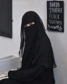 Niqab Fashion, Suit Fashion, Muslim Girls, Muslim Women, Arabian Beauty Women, Black Abaya, Hijab Niqab, Abaya Designs, Hijabi Girl