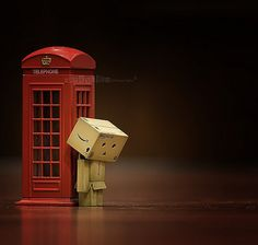 Danbo in London. I wish that red telephone booth turns into that iconic blue police box. Danbo, Cardboard Robot, Box Robot, Amazon Box, Cute Box, Thinking Outside The Box, Little Boxes, Photoshop, Adventure