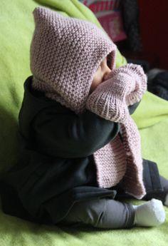 J'ai refait encore unbonnet écharpe, tellement simple, rapide, chaud et très pratique. voilà mes premiers modèles : Version Rose (pour Olivia) Version Mûre (pour Olivia) Version Minerai (pou…