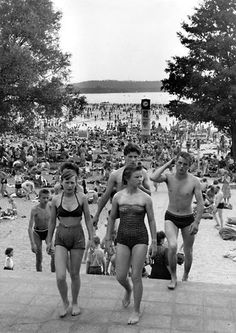 Long Time Ago, Black And White, Photography, Beautiful, Vintage, Historia, Love, Public Bathing, Time Travel