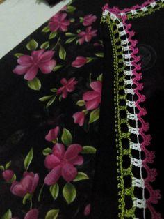 Como hacer flores Rosas gigantes con hojas a Crochet paso a paso tejido tallermanualperu – Crochet Emoji – Harika Örgü Modelleri, Tığ Modelleri Hairpin Lace Crochet, Boho Crochet, Baby Knitting Patterns, Stitch Crochet, Saree Tassels, Emoji, Model, Embroidered Towels, How To Knit