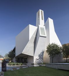 crystalline projections define moneo brock designed church
